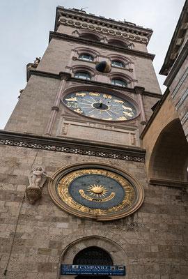 Der Campanile des Doms in Messina, Sizilien