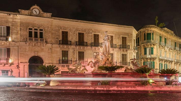 Fontana di Diana bei Nacht, Ortigia, Syrakus, Sizilien