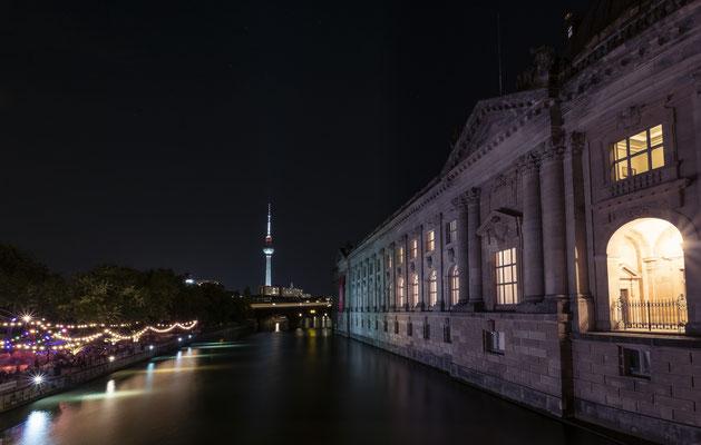 Lauschiger Abend an der Spree / Monbijoubrücke & Fernsehturm
