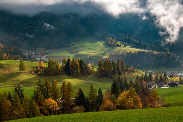 Herbstliche Lichtstimmung im Vilnöß-Tal