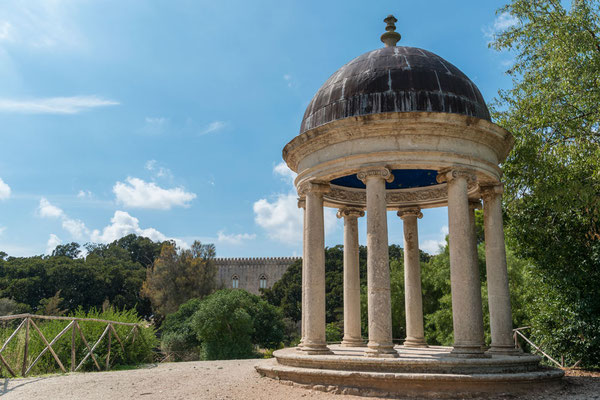 Im Park des Castello di Donnafugata, Provinz Ragusa, Sizilien