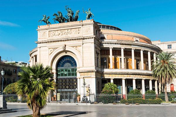 Das Teatro Politeama,  das Theater von Palermo, Sizilien