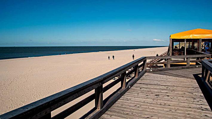 Pause mit Blick aufs Meer, am Strandbistro bei Wenningstedt, Sylt