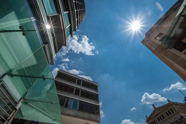 Neue Bauten neben alten Gebäuden, in Frankfurt geht das ganz prima