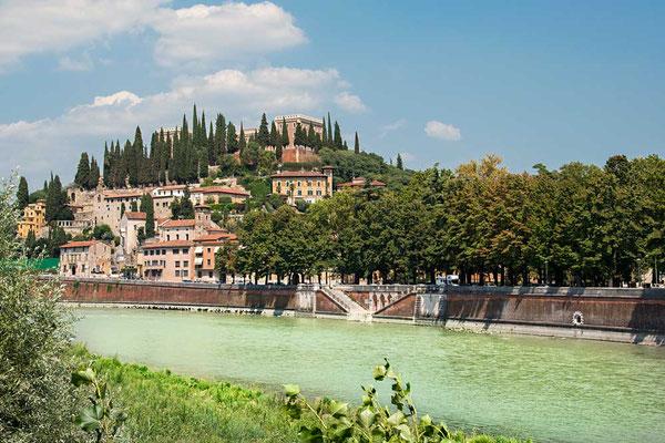 Blick über die Etsch (dt.) / Adige (it.) Richtung Castel San Pietro, Verona