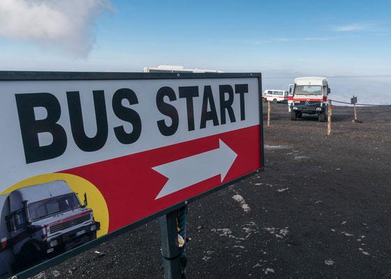 Nach der Seilbahn geht´s mit Gelände-Bussen weiter, Ätna, Sizilien