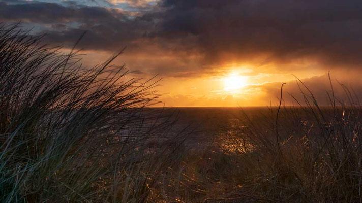 Farbenprächtpges Naturschauspiel beim Sonnenuntergang an der Himmelleiter, Westerland, Sylt
