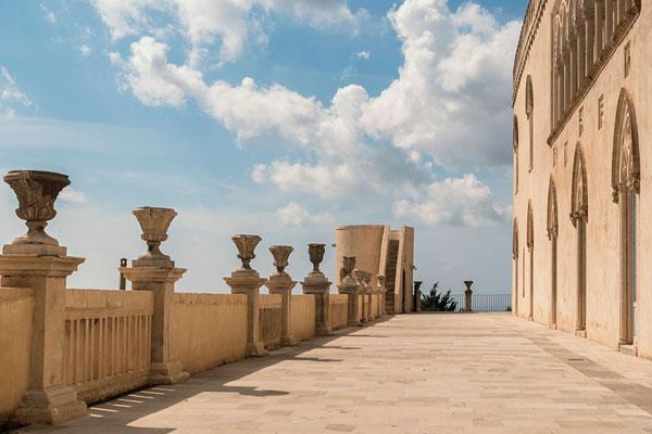 Die Terrasse des Castello di Donnafugata - Drehort so mancher Filmszene, auch Commisario Montalbano (Provinz Ragusa, Sizilien)