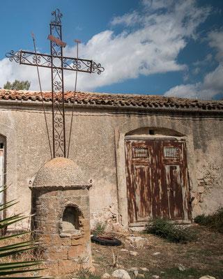 Im Hinterland liegt Poggioreale, ein Dorf das bei einem schweren Erdbeeben in den 1960er Jahren komplett zerstört wurde. Heute ist es das was man neudeutsch einen Lost Place nennt.