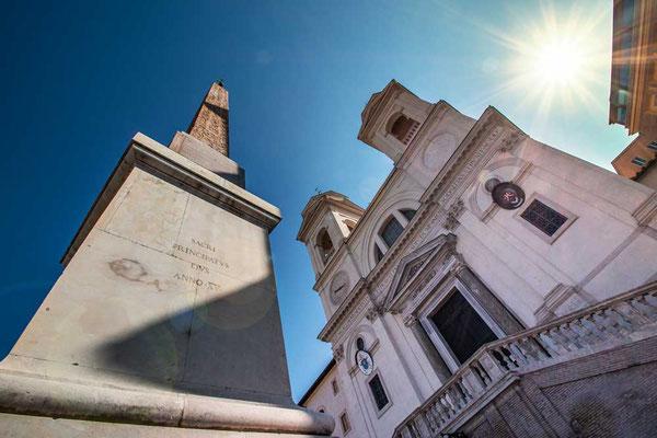 Santissima Trinità dei Monti, die Kirche, die oberhalb der Spanischen Treppe thront