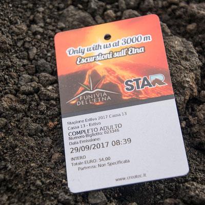 Das Ticket für Seilbahn, Bus zum letzten Camp vorm Krater und Guide zum Krater - insgesamt 63 Euro pro Person aber es lohnt sich (Stand Sept 2017)