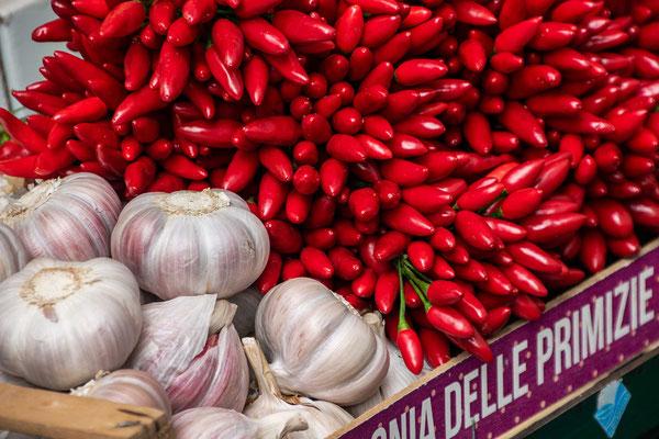 Bozener Obstmarkt - italienischer als man vermuten mag