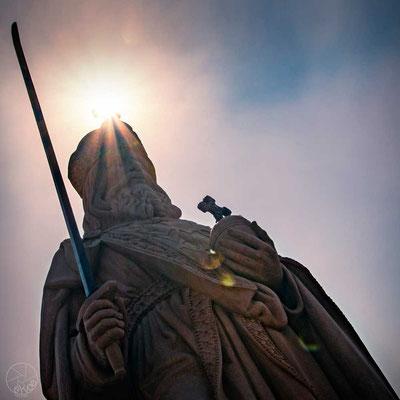 Kaiser Karl ist zurück auf der Alten Brücke in Frankfurt