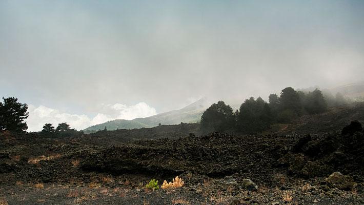 Der Wetshang auf unserem Rückweg - so schnell wechselt das Wetter hier, dass nun der ganze Vulkan in Nebel und Wolken gehüllt ist, Ätna, Sizilien