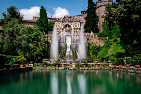 Kein Blick geht daran vorbei - Die fantastische Wasserorgel thront über der Hauptanlage, die den ganzen Park durchzieht / Villa d'Este, Tivoli