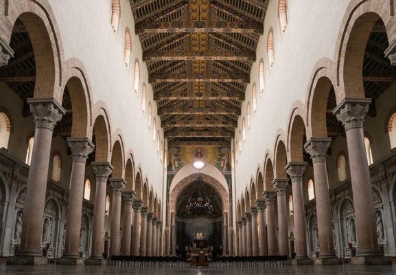 Das Innere des Doms von Messina, Sizilien