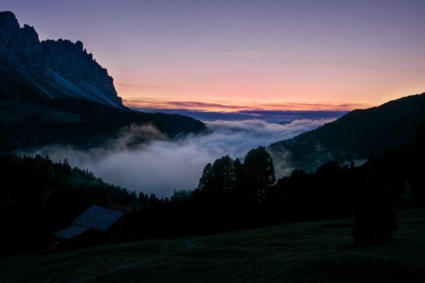 Das Abendrot über den Nebeln am Würzjoch - einer der wenigen Lichtblicke eines nebeligen Tages