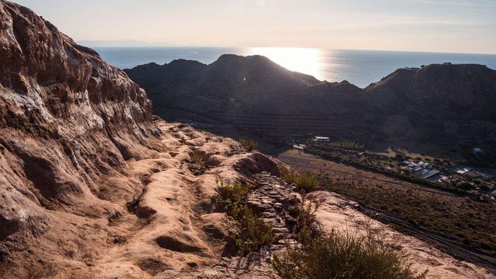 Im oberen Teil sind die Wege zerklüftete versteinerte Sandwege. Wer es bis hierher schafft, hat nicht mehr weit bis zum Vulcano Krater.
