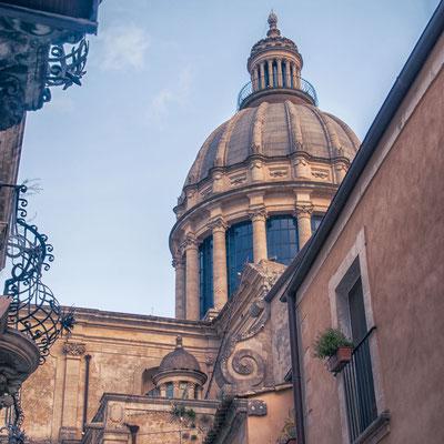 Die Kupel des Doms von Ragusa Ibla, Sizilien