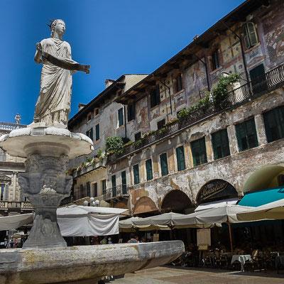 Die Piazza delle Herbe - das Wohnzimmer Veronas