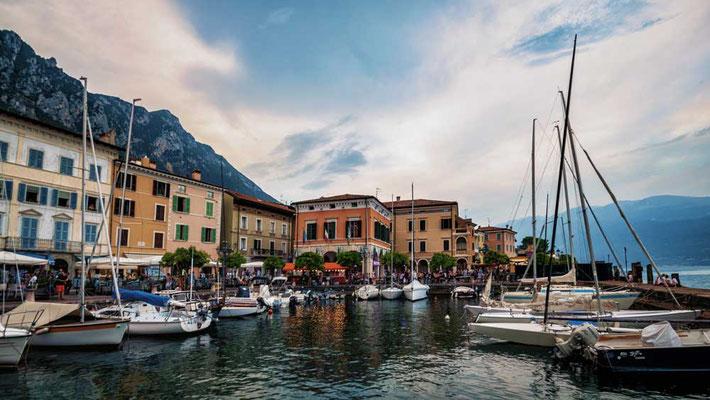 Gargnano am Westufer des Gardasees, Italien