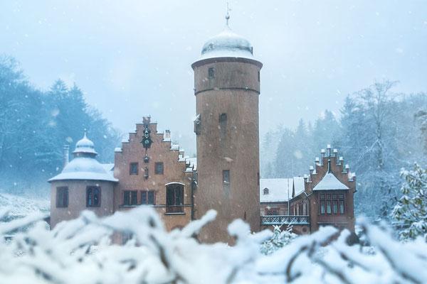 Schloß Mespelbrunn im Spessart - Romantisch-schön ob im Sommer oder im Winter