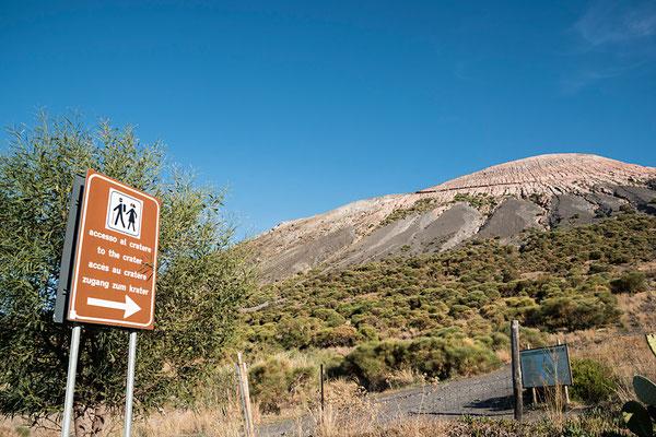 Der Vulcano, der Feuerberg, der allen Vulkanen den Namen gab - hier geht der Weg hoch zum Krater.