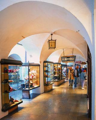 Die Laubengänge in Bozen - viele Geschäfte laden hier zum Bummeln und Geld ausgeben ein
