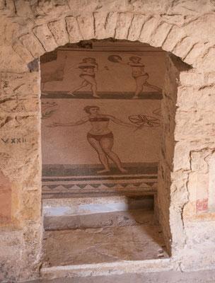 Der erste Blick auf das wohl bekannteste Mosaik aus der Villa Casale del Romano, Region Enna, Sizilien