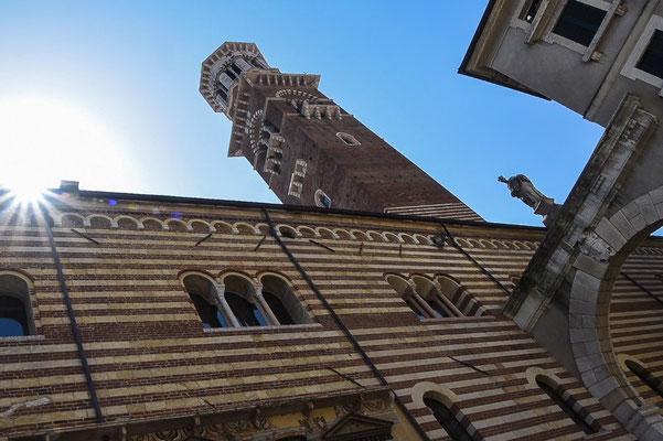 Der Lamberti-Turm ragt hoch über die Stadt hinaus. Hoch geht´s mit Aufzug und Treppen für einen tollen Ausblick über Verona