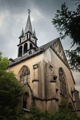 Sicht auf die Kirche, erbaut 1913 - Kent School, Waldniel-Hostert