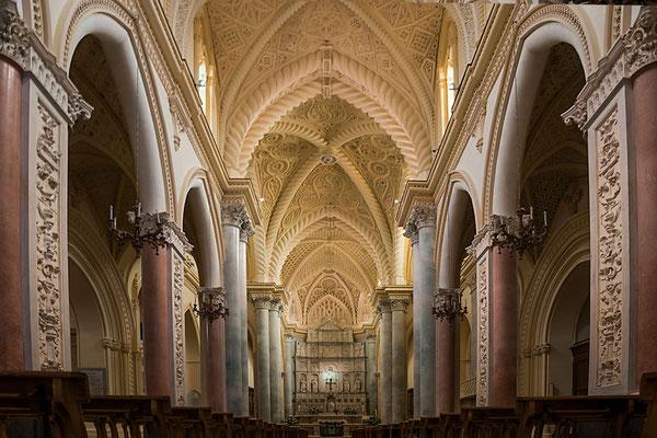 Im Innern des Doms zu Erice bei Trapani, Sizilien