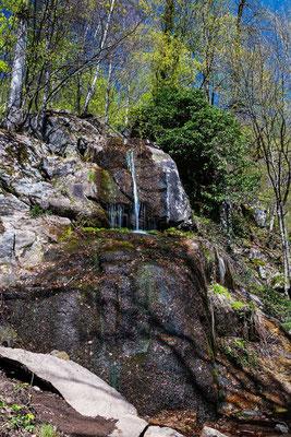 Der Fallbach Wasserfall bei der Burgruine Rodenstein, Odenwald