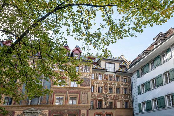 Bunt bemalte Häuser sind in Luzern, CH, keine Seltenheit