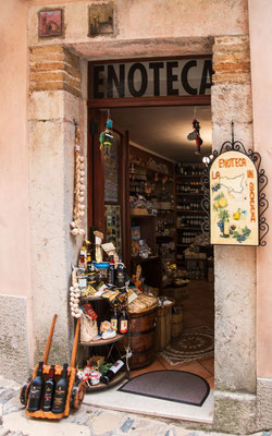 In der Straßen von Erice bei Trapani, Sizilien