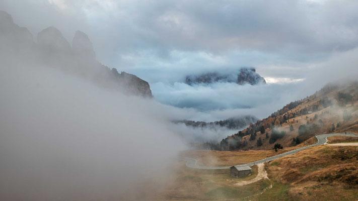 Letzte Blicke vom Grödner Joch bevor Nebel und Wolken wieder die Sicht versperren