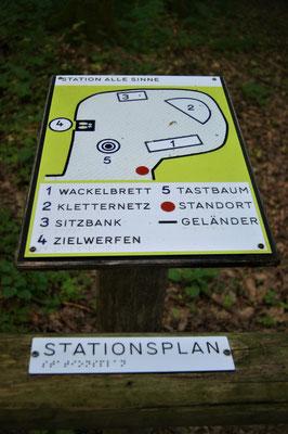 """Die Station """"Für alle Sinne"""" auf dem Walderlebnispfad Sinneswandeln im Gramschatzer Wald"""