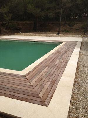 Piscine terrasse bois pierre