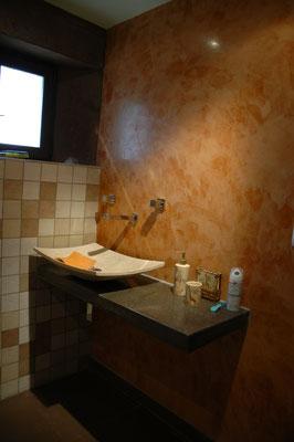 Création d'une salle de bain avec plan en béton poli