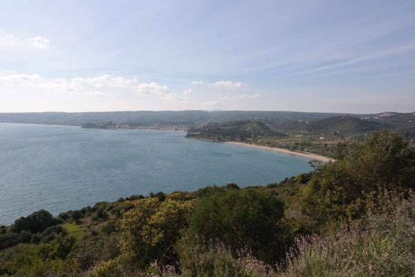 Blick Richtung Finikonda und Loutsa-Strand