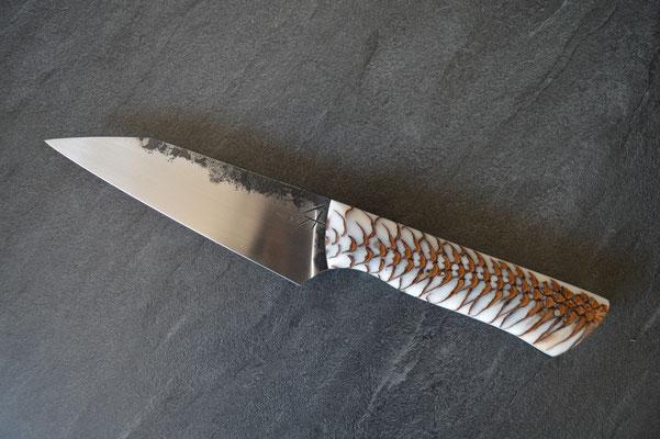 #332, honesuki 12cm, pigne de pin résinée