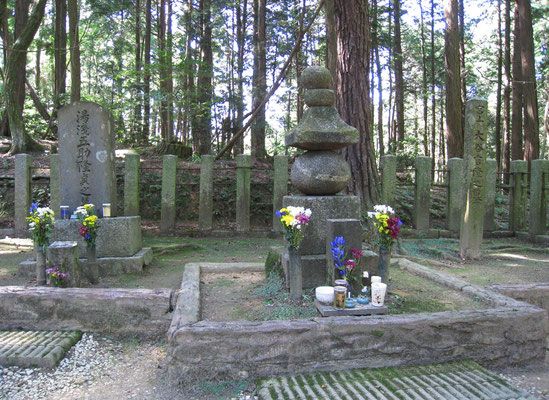 Das Grabmal von Outani Yoshitsugu