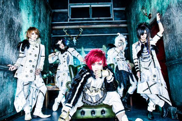 "Mai 2017, Look zu ""Dokumushi""; von links nach rechts: Kana, meN-meN, Hayato, Chamu, Yume"