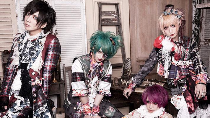 """Dezember 2018, Look zur 5. Single """"Gyakushuu Cinderella""""; von rechts nach links: Rui, An, Kazuki, yuiha"""