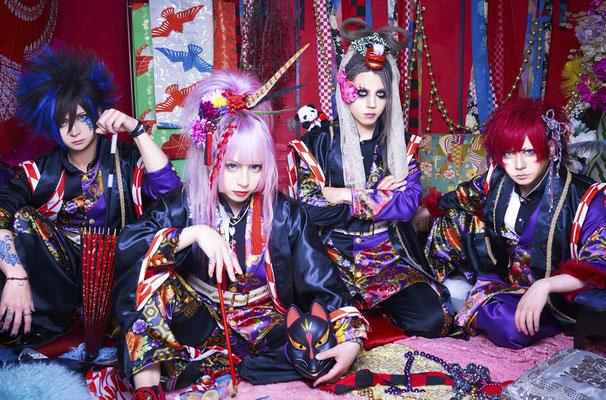 "Mai 2018, Look zum 1. Album ""Zesshou Ouka""; von links nach rechts: RIKITO, CHISA, HAL, SHOGO"