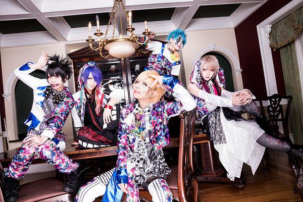 "Dezember 2017, Look zur 2. Single ""Issonshou Puzzle""; von links nach rechts: An, Shiori, Rui, Kazuki, yuiha"