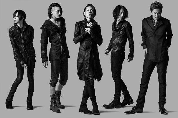 "Dezember 2014: Look zu ""D.A.R.K.""; von links nach rechts: Yusuke, Asanao, Hazuki, Akinori, Reo"