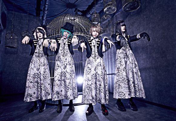 """November 2016, Look zu """"Bokura wa minna shinderu""""; von links nach rechts: REIKA, Aoi Midori, Kanata, Shou"""