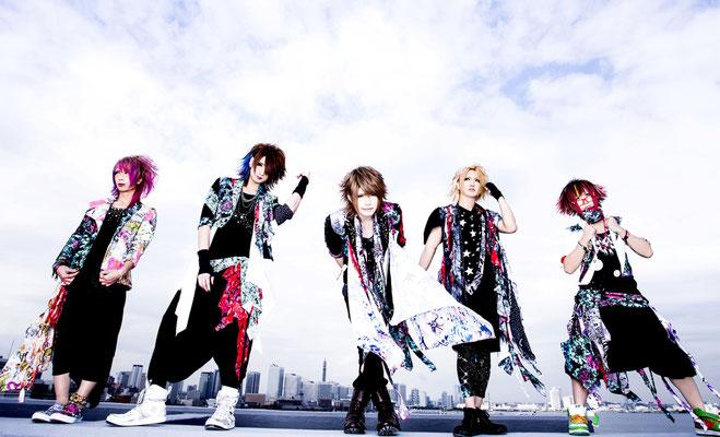 UNiTE noch mit Drummer Yukimi; von links nach rechts: LiN, Haku, Yui, Yukimi, Shiina Mio