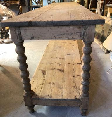 les hangars st michel , Id Antique, Table de Drapier